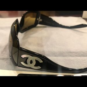 Authentic CHANEL Mother of Pearl Sunglasses 5076H